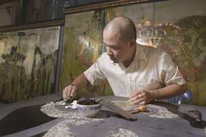 Making Vietnam Lacquer Paintings