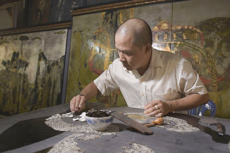 Making Lacquer Of Vietnam Fine Art