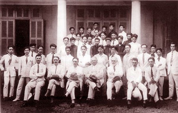 Vu Cao Dam and his peers at the Indochina Fine Art College