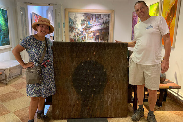 clients buy lacquer paintings